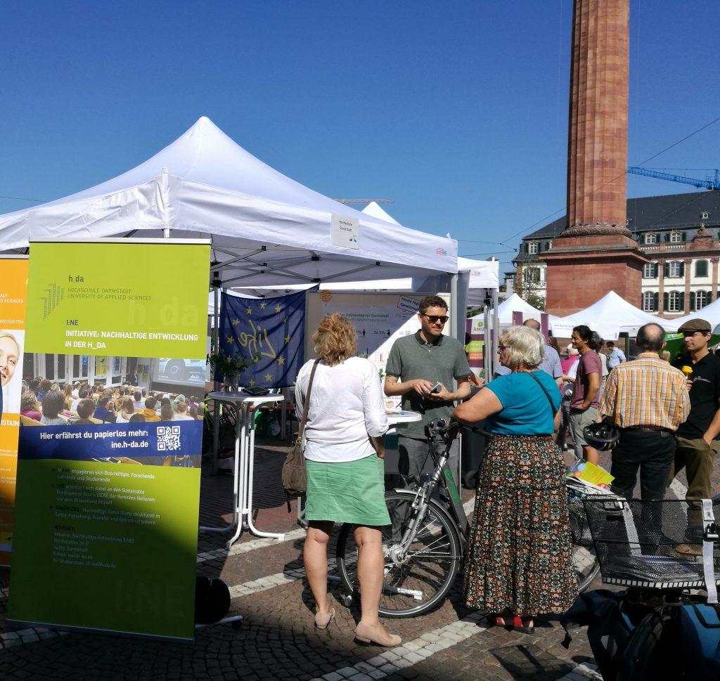 Stand der Hochschule Darmstadt auf der Umweltinformationsbörse 2019